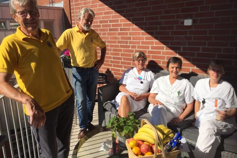 De skänker nya dynor till sjukhuspersonalen i Kalmar