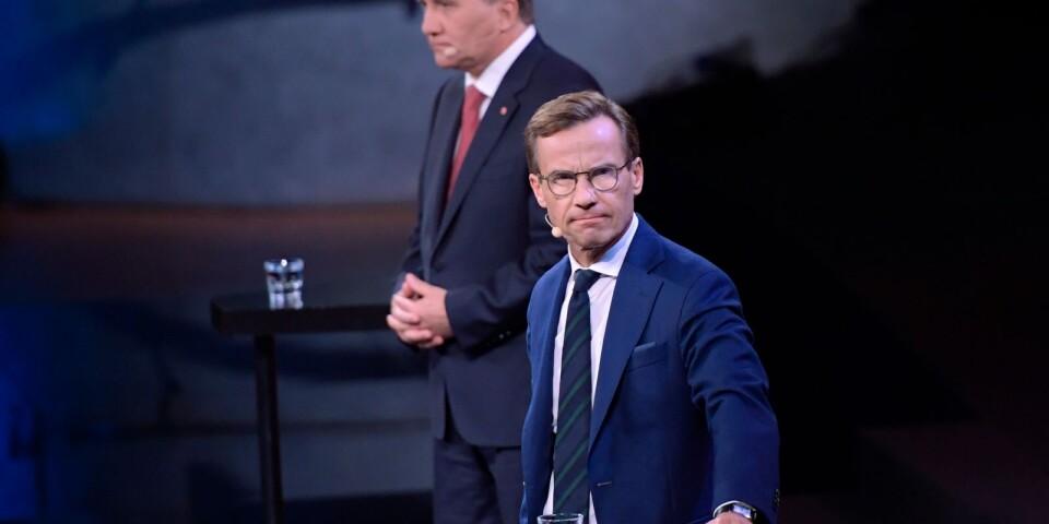 Annie Lööf pekar på Löfven och Kristersson. Till slut blir de kanske tvungna att ta henne på orden.