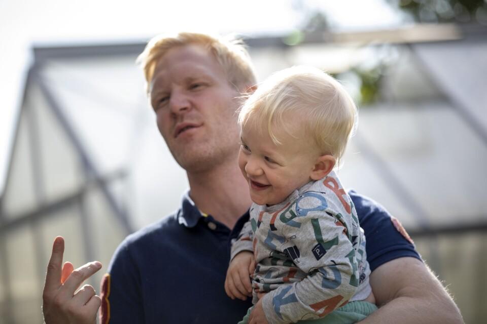 Trots den dramatiska födseln och den länge ovissa sjukhusvistelsen, så mår Isak i dag väldigt bra konstaterar föräldrarna.