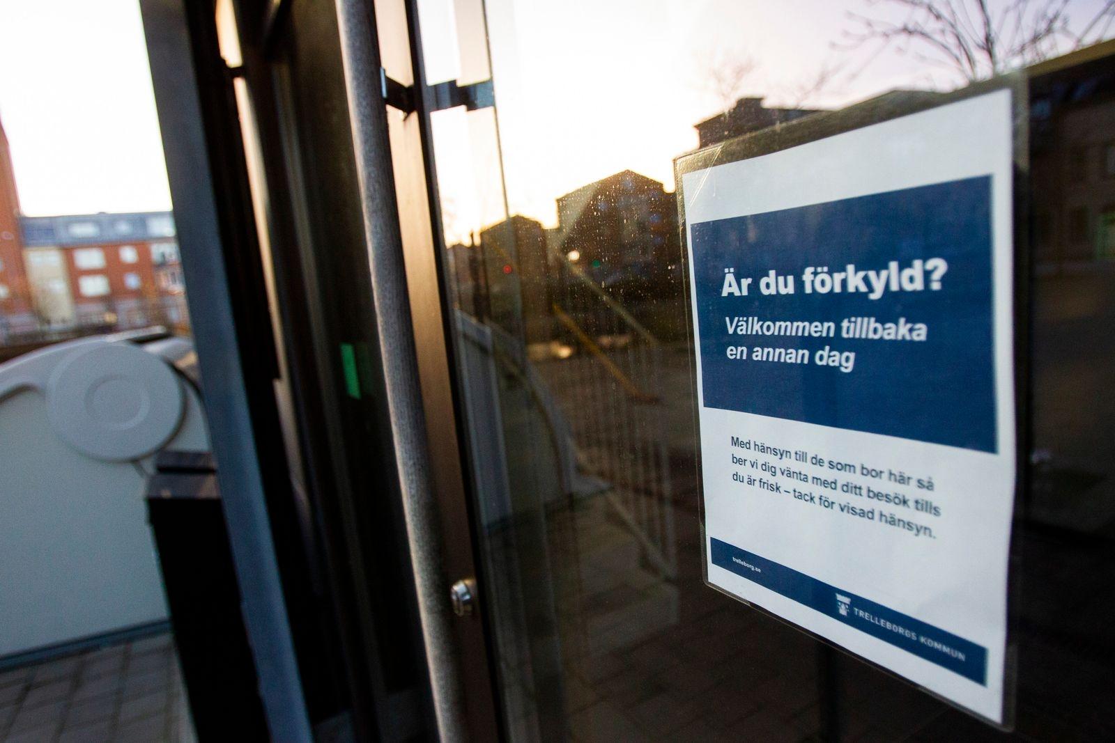 Besöksförbud införs på äldreboenden.