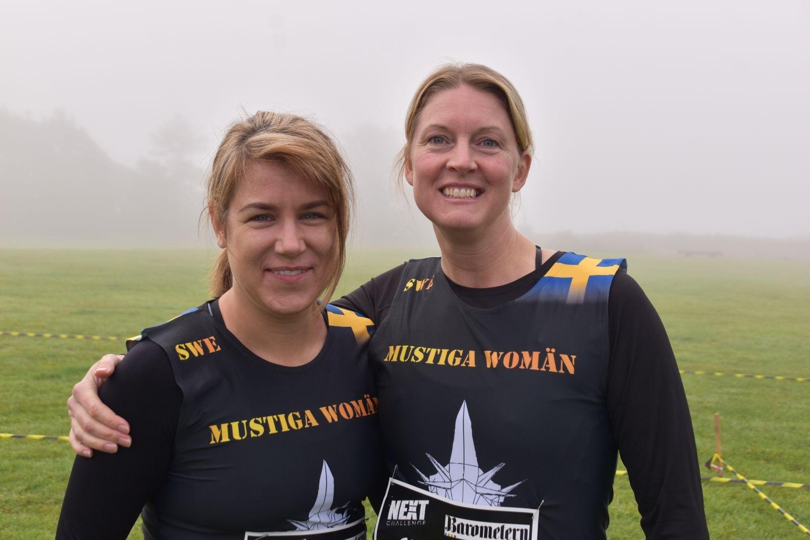 Sofie Vidervi och Anna Johansson stod startklara den dimmiga lördagsmorgonen.