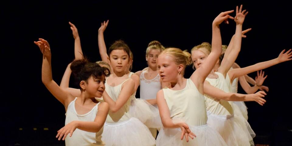 Många vill dansa i kulturskolans regi, under våren har så många som 21 dansgrupper varit igång. På bildens syns baletteleverna från gruppen 9-12 år som dansade till låten Part of Your World.