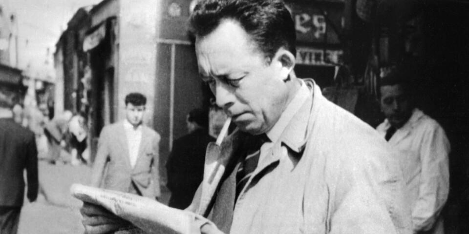 """Albert Camus (1913-1960) skrev """"Pesten"""" 1947. Han är en illusionslös betraktare av det mänskliga, menar Stefan Eklund."""