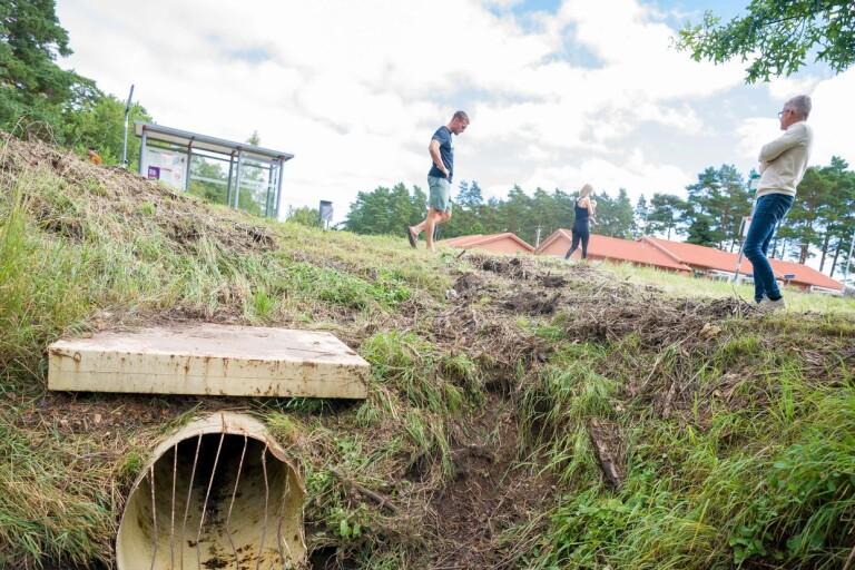 Efter skyfallen: Huset översvämmades när kommunen inte rensade bäcken