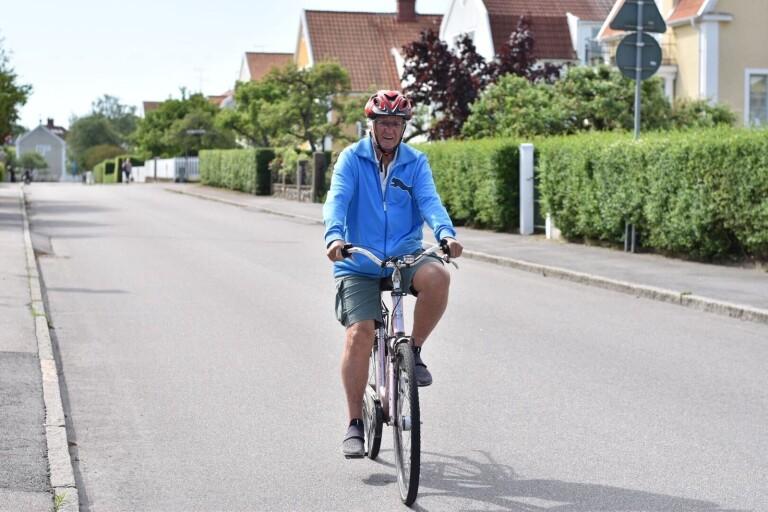 Eric, 86, cyklar 2 mil om dagen