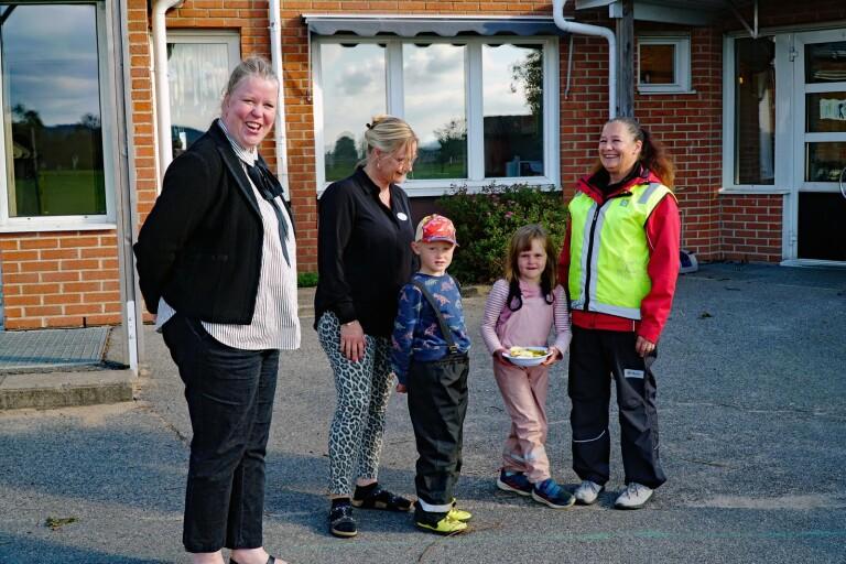 Från vänster; Pernilla Åkerström rektor Björketorpsskolan, Karin Larsson rektor förskola, Linus Johansson 5 år, Saga Morgan 4 år, Pernilla Bidemalm, lärare förskolan Björketorp.