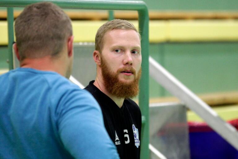 Jürgen Rooba har varit högaktuell för spel i HIF Karlskrona och är med all sannolikhet spelaren som presenteras i kväll.