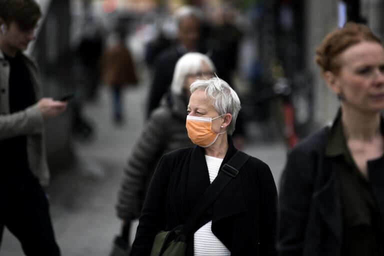 WHO skärper nu sina rekommendationer och uppmanar till utökad användning av munskydd. Arkivbild.