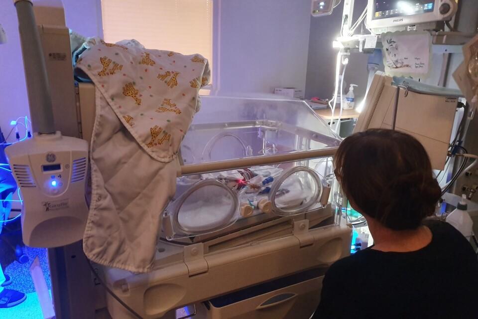 Efter födseln följde 80 dygn av sjukhusvistelse för Isak och familjen. Först på Östra sjukhuset i Göteborg och sedan tillbaka till Säs.