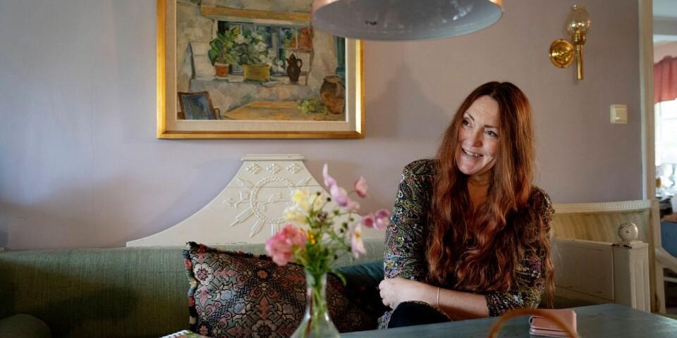 Everödsbon Magdalena Väpnargård formligen spottar ur sig böcker. Tidigare i våras kom en självbiografi och för några veckor sedan en kokbok.