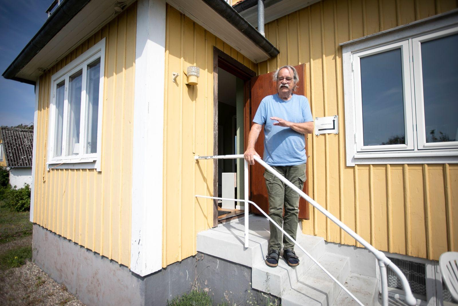 """Pensionerade tv-fotografen Sebastian Jakobsson i Kastlösa har alltid tyckt att Öland borde vara en kommun. """"Man kan förstå att det blir väldigt långt till makten för de som bor i Grankullavik eller Ottenby. Kanske kan man göra likadant som i Stockholm och skapa kommundelar"""", föreslår han."""