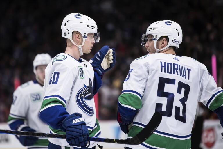 Var och när får Vancouvers Elias Pettersson och Bo Horvat fortsätta säsongen? Arkivbild.