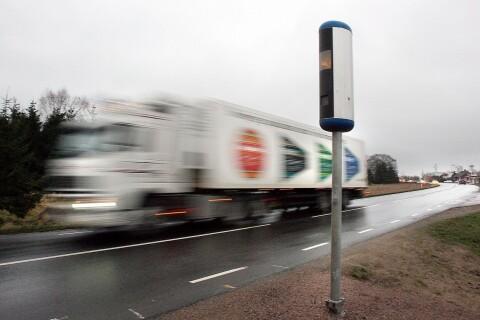 """Kritik mot Trafikverket: """"Snart lär de nog få sätta upp 90-skyltarna igen"""""""