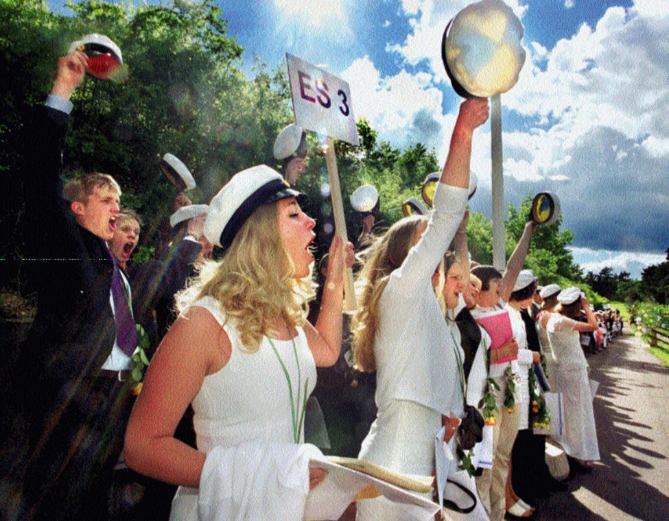 Karin Skoog och hennes klasskompisar på Oscarsgymnasiets estetiska linje skrek ut sin glädje och hamnade på Oskarshamnssidorna i tidningen 2000.