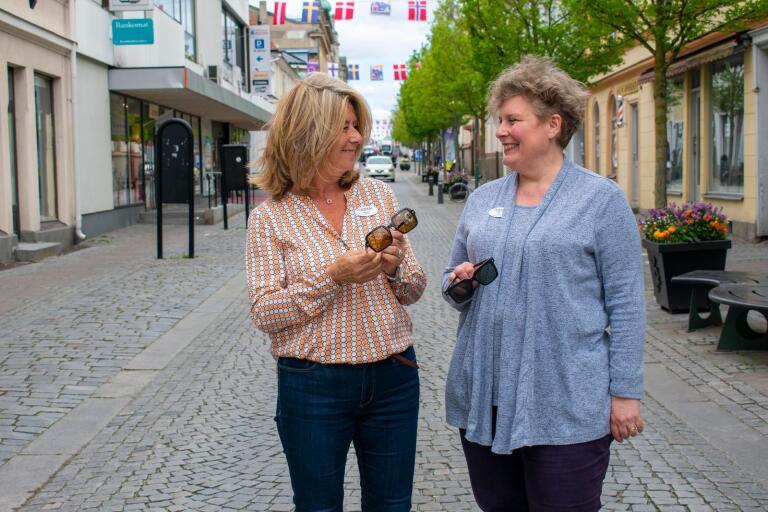 Gunilla Nyberg och Britt Stenlund på Aoptik.