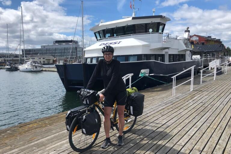 TV: Här cyklar Helena från Stockholm till Öland