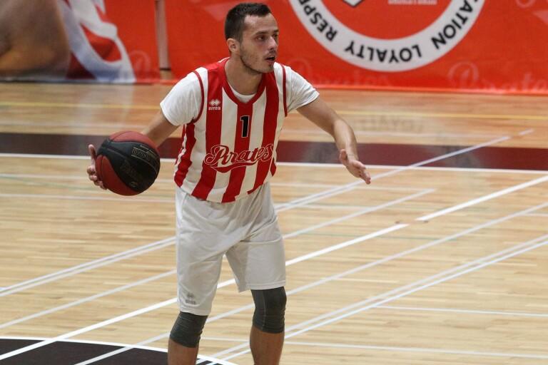 Nye Nebojsa Maksimovic gjorde 10 poäng i sin första match för Pirates.