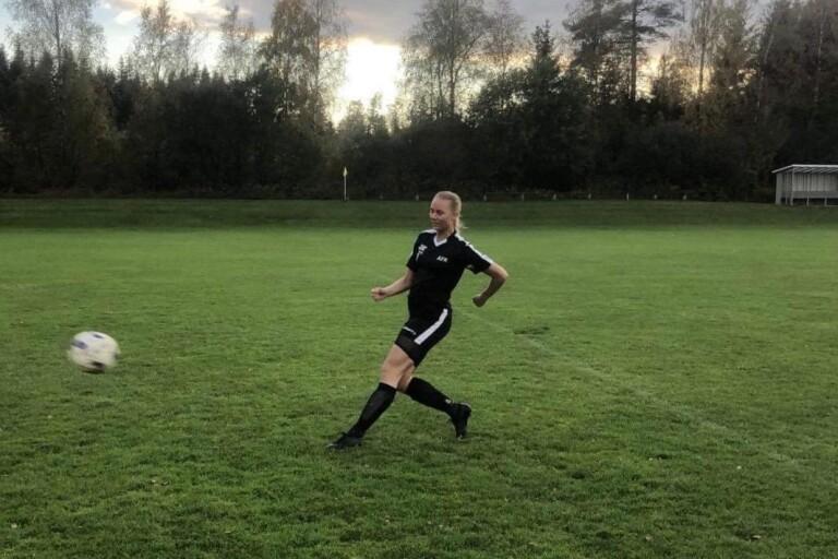 """Fotboll: Skyttedrottningen klar för division 1 – """"Jämfört henne med Blackstenius"""""""