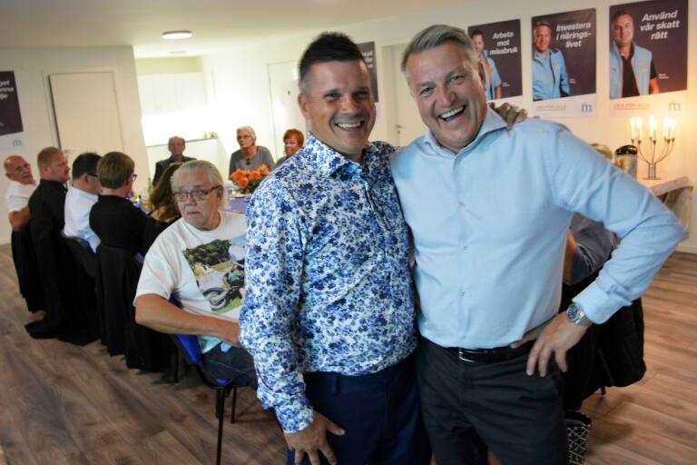 Moderaternas gruppledare Patrik Ottosson och ordförande Glenn Nilsson under valvakan.