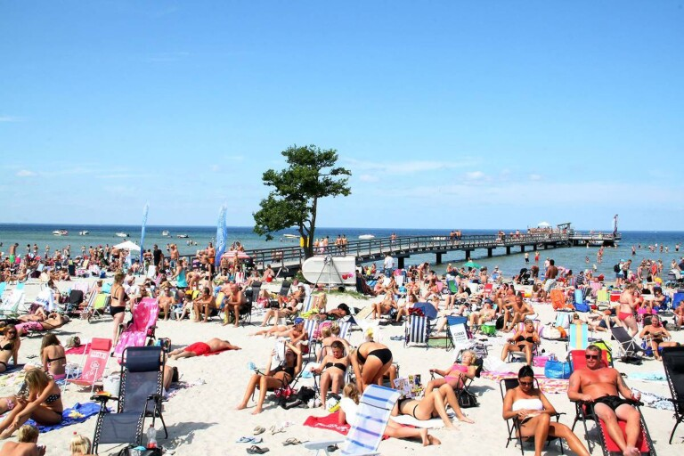 På Öland finns det minst 55 badplatser som är offentliga. 15 av dem sköts av Mörbylånga och Borgholms kommuner. En av dem är stranden i Köpingsvik vilken är populär och fullbelagd sköna sommardagar.