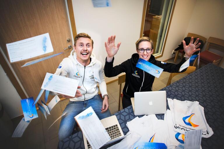 Andreas Ahlberg är ansvarig för biljettförsäljningen till världscupen och hans storasyster Caroline Ahlberg för pengarna. Tillsammans jobbar de för ännu en lyckad skidfest i Ulricehamn.