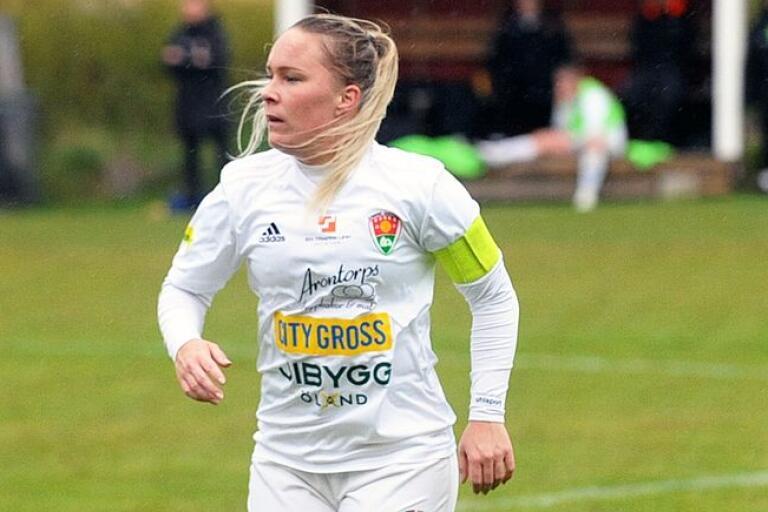 Ida Johansson utgick med ett svullet knä och det är osäkert om lagkaptenen kan spela mot Emmaboda.