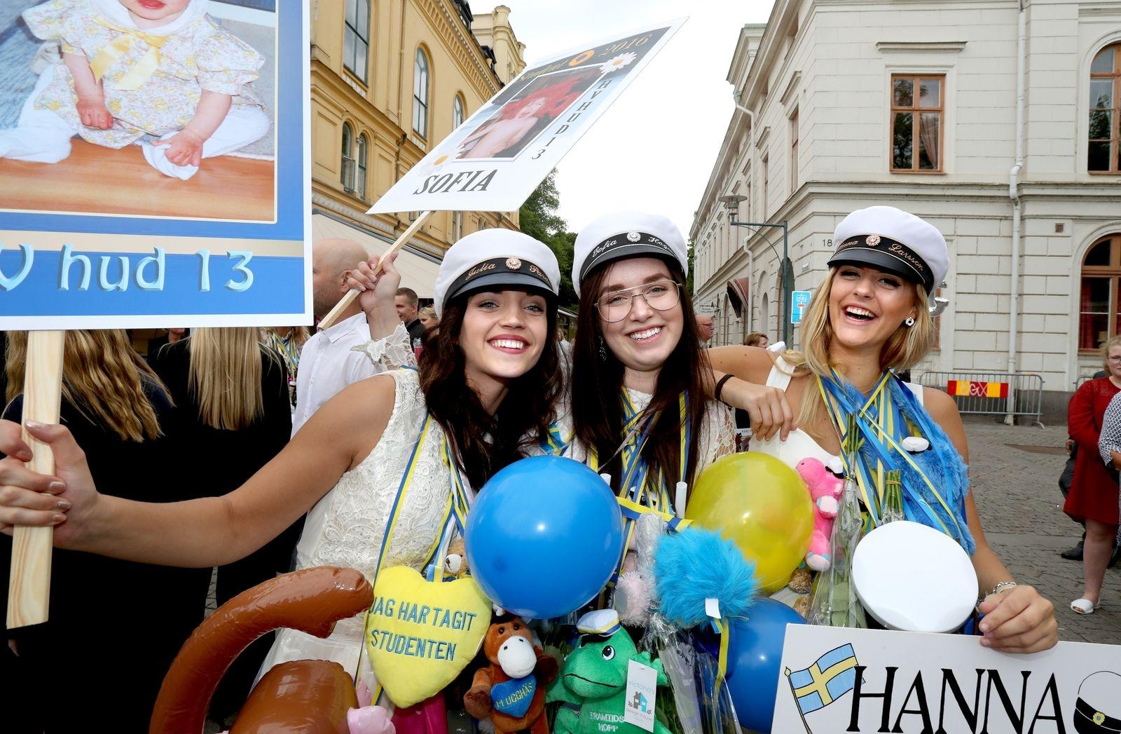 Julia Parde, Sofia Hagman Eriksson och Hanna Larsson tog studenten från Plusgymnasiet i Kalmar 2016.