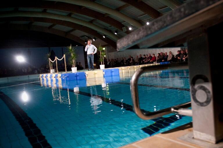 Sedan Adde Malmberg fick skratten att eka i simhallen 2012 har komediflotten legat oanvänd.