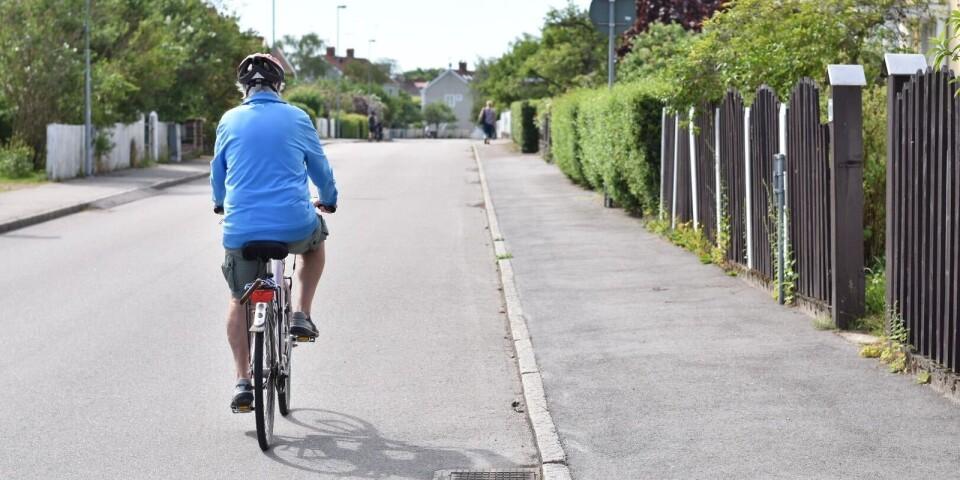 Eric anländer till vår intervju på cykel såklart, och ger sig därefter vidare in mot Kalmar city med sikte på en ny bok att läsa!
