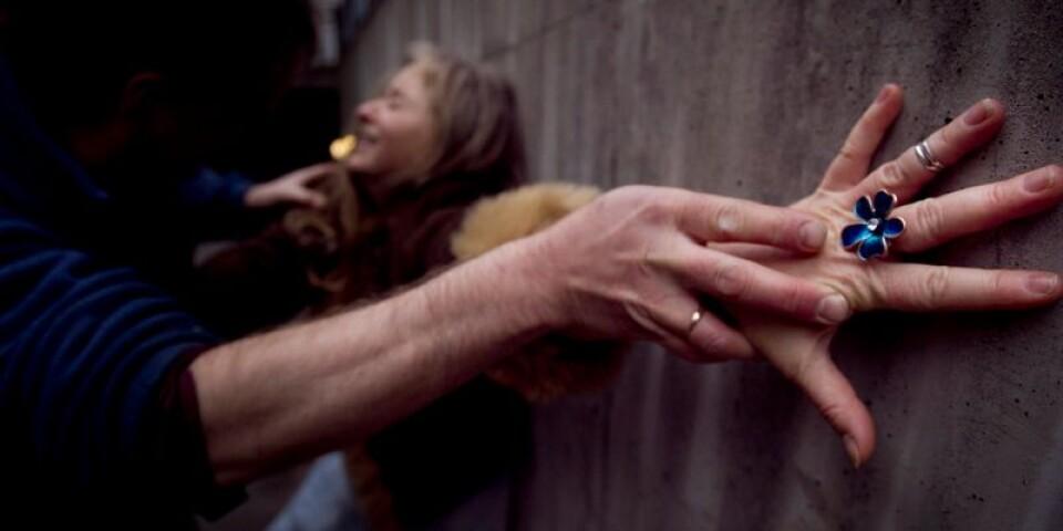 Kvinnan upplevde skräck och allvarlig rädsla för sin säkerhet.