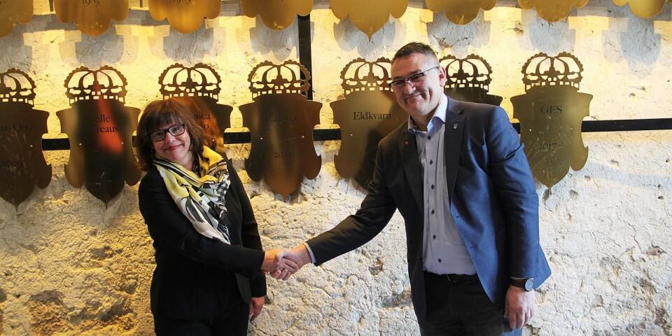 Ingrid Eiken Holmgren, generaldirektör för Statens Fastighetsverk och Ilko Corkovic (S), kommunalråd i Borgholms kommun, var mycket nöjda med det nya avtalet.