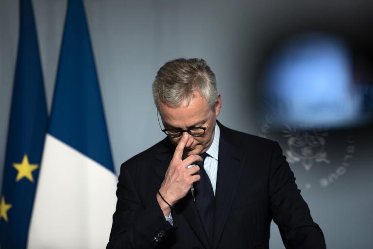 Frankrikes finansminister Bruno Le Maire gräver djupt i statskassan. Arkivbild.