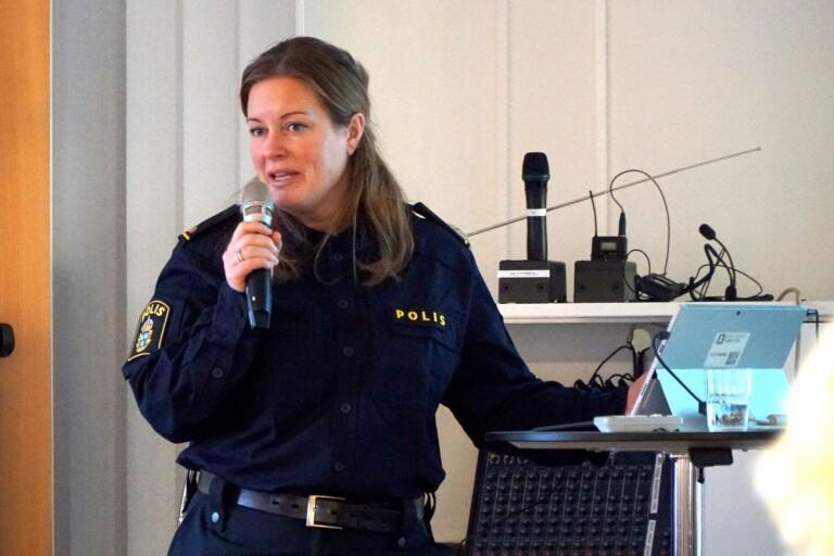Karin Mårdh Stavåsen är Bollebygds kommunpolis. Bilden är från en säkerhetsföreläsning för äldre 2019.