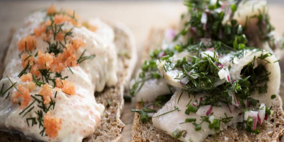 Sugen på att äta sillamacka i Simrishamn i sommar? Det blir svårt, åtminstone för den som suktar efter lokalt fiskad sill. Arkivbild.