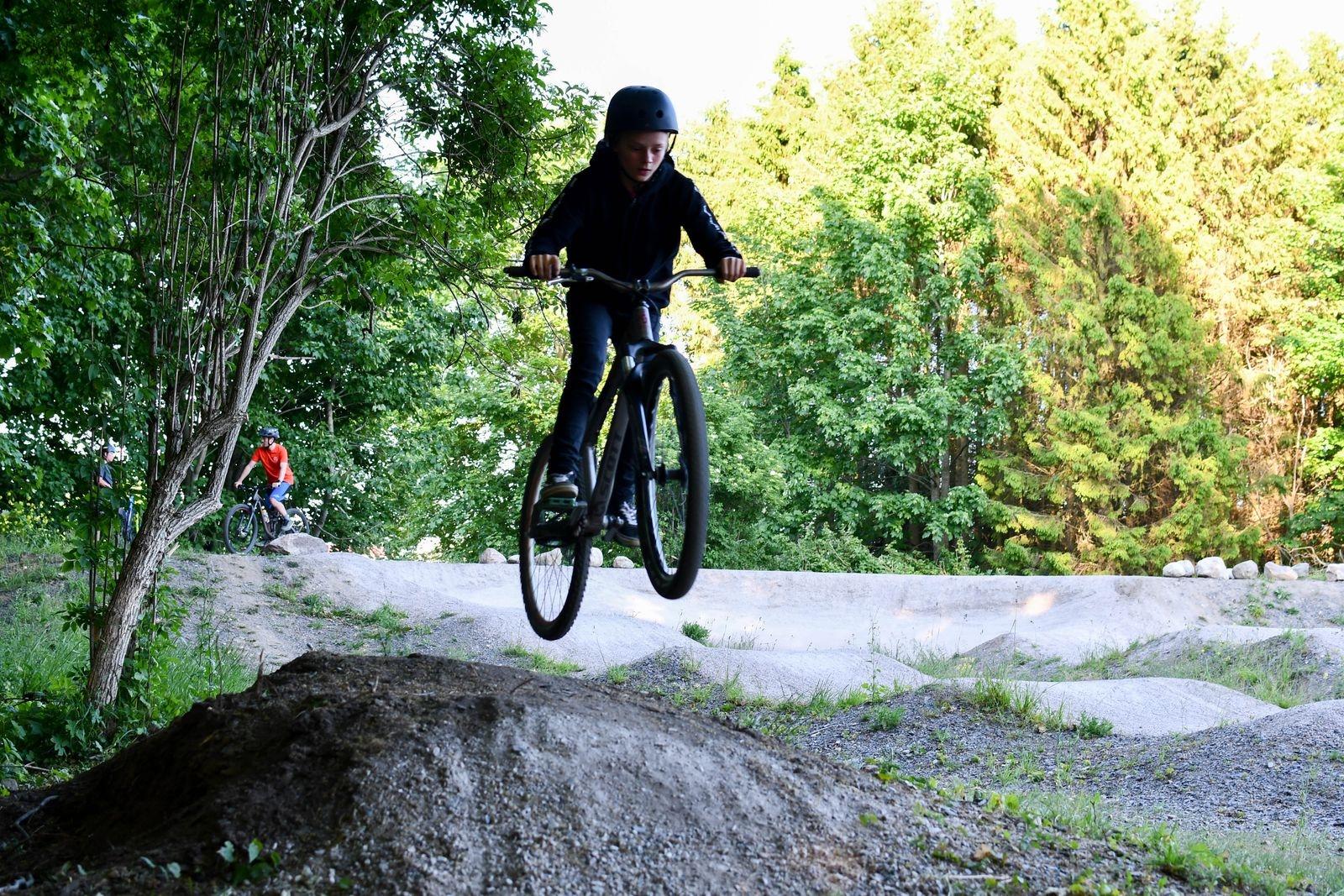 Adrian Pålsson är en av MTB-skolans duktiga cyklister.
