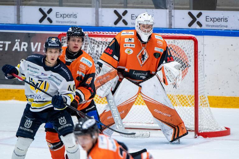 Adam Minders och målvakten Albin Andersson i KHK J20.