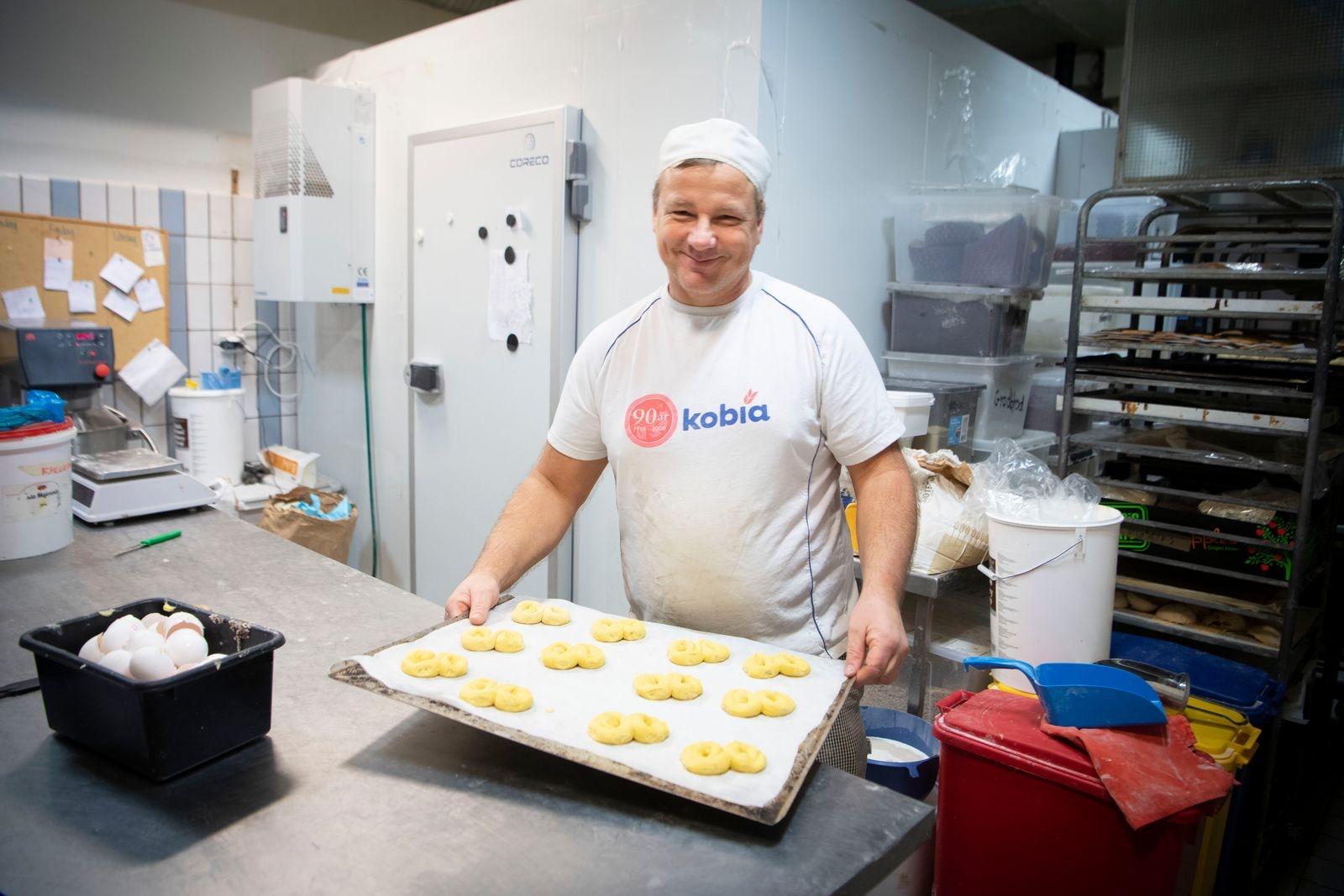Fredrik Larsson är bagaren som tycker att man ska låta degen vila.