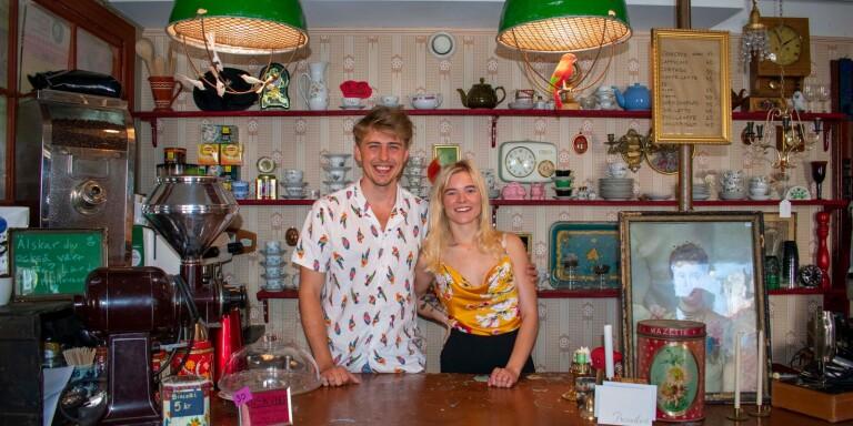 Feliks Lilliebladh och Olivia Maunsbach har tagit över vintagebutiken i stan.