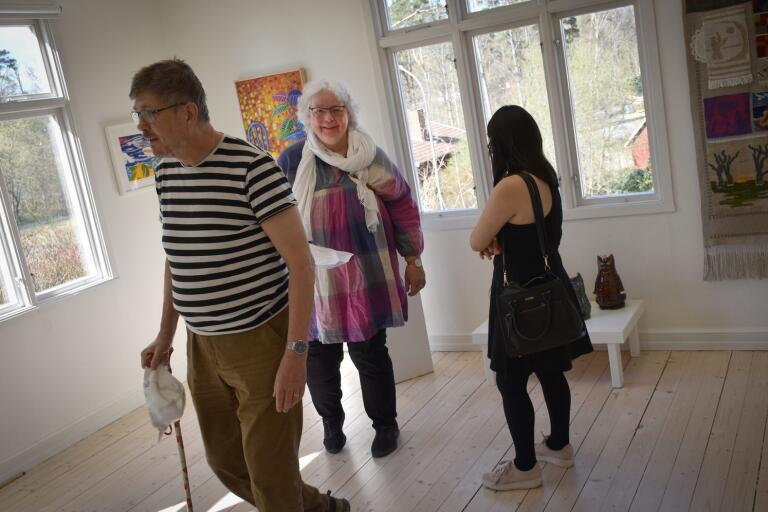 Lars Eriksson, Bodil Persson och Emelie Eriksson från Osby var några av påskaftonens besökare på Vävstolsmuseet.