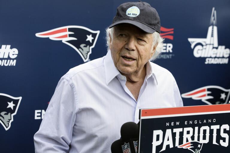 New England Patriots ägare Robert Kraft sålde en Super Bowl-ring och ska skänka pengarna till välgörande ändamål. Arkivbild.
