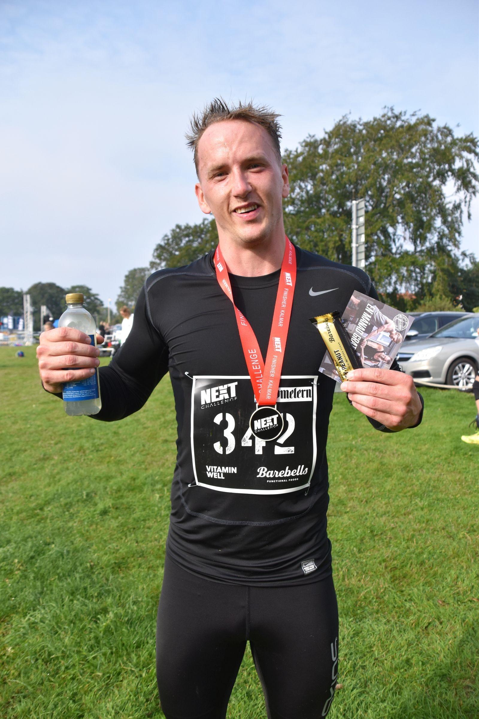 Fredric Axelsson hade för mål att avsluta den 7 km rundan under 50 minuter. Det blev en hedrande 48 minuter.
