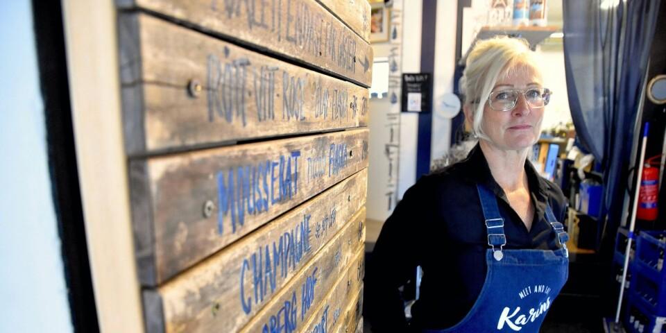 En restaurang i en hamnstad ska ha lite havskänsla, resonerar Karin Engvall, som äntligen har gjort om sitt tidigare kafé Bryggeriet till Karins Bistro. Väggmenyn ser ut att vara skapad av drivved, men består faktiskt av ribbor från gamla utemöbler.