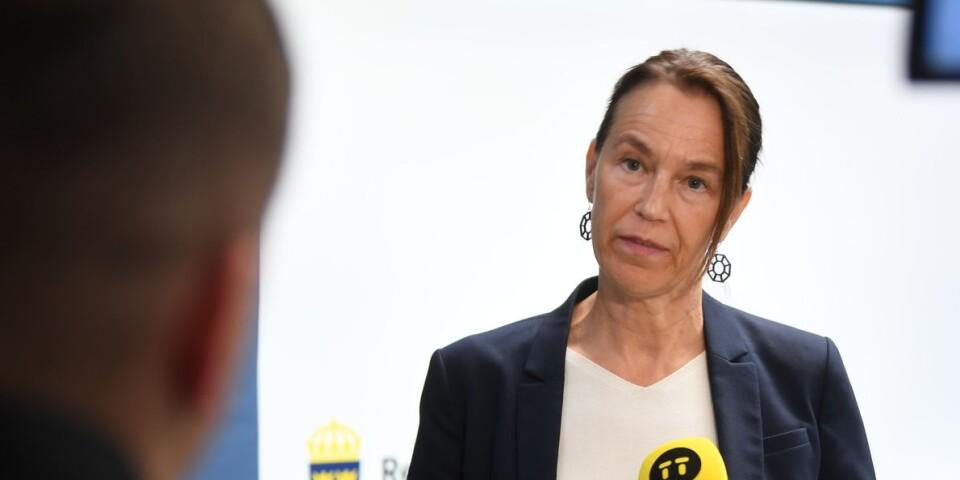 Socialstyrelsens generaldirektör Olivia Wigzell berättar på en pressträff att besöksförbudet på särskilda boenden för äldre upphör den 1 oktober.