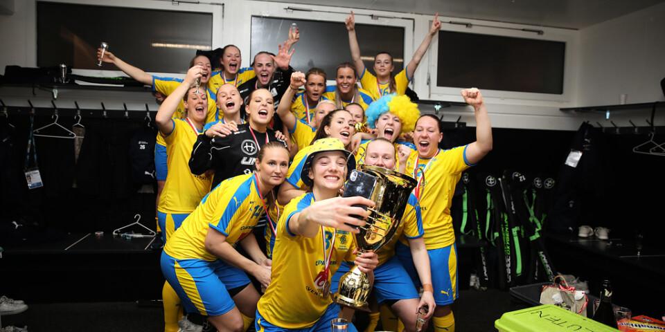 Sverige är åter världsmästare i innebandy, efter att ha besegrat Schweiz med 3–2 i VM-finalen under söndagen. Anna Wijk och Johanna Hultgren såg till att avgöra i förlängningen.