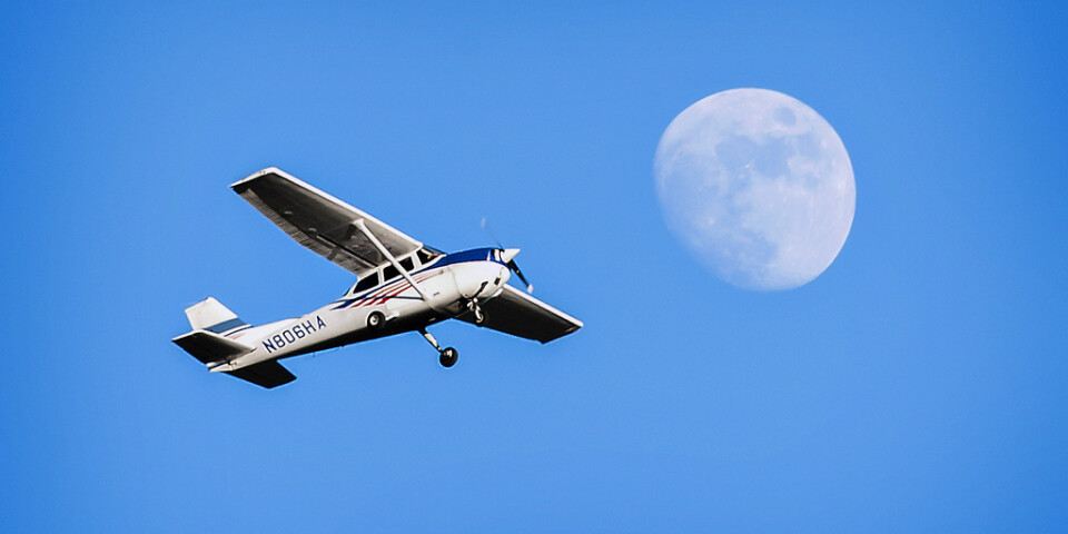 Girighet misstänks ha sänkt smugglarna, som lastade Cessna-planet för tungt. Genrebild.