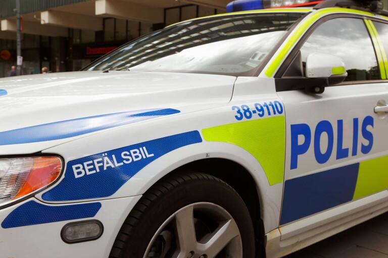 Ung man rånad – fick föras med ambulans