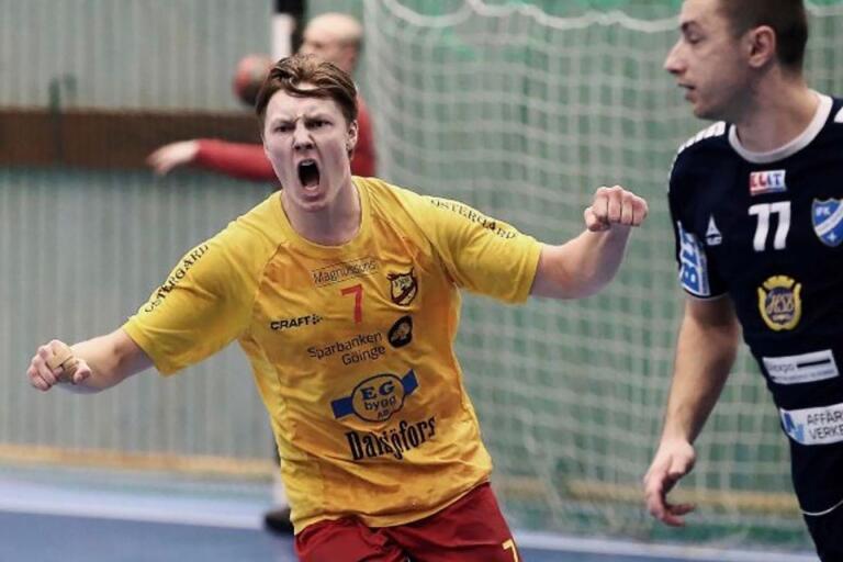Alfred Olsson i ett av säsongens möten mot IFK Karlskrona.
