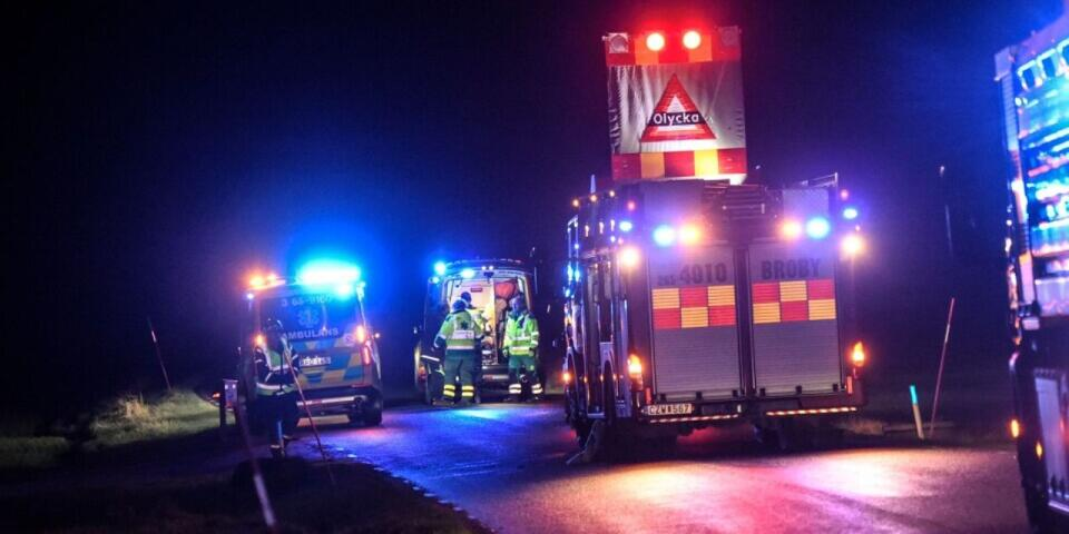 En passagerare dog och föraren fick allvarliga skador vid olyckan i Knislinge.