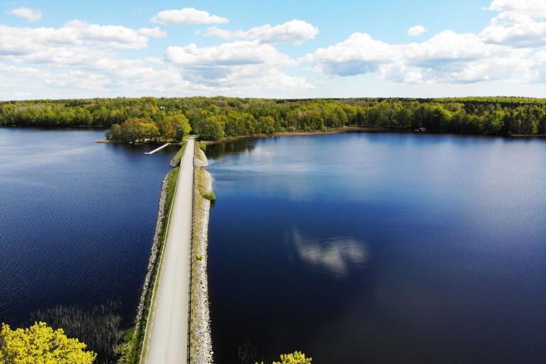 Rulla runt Åsnen på två hjul och få en fin naturupplevelse på köpet