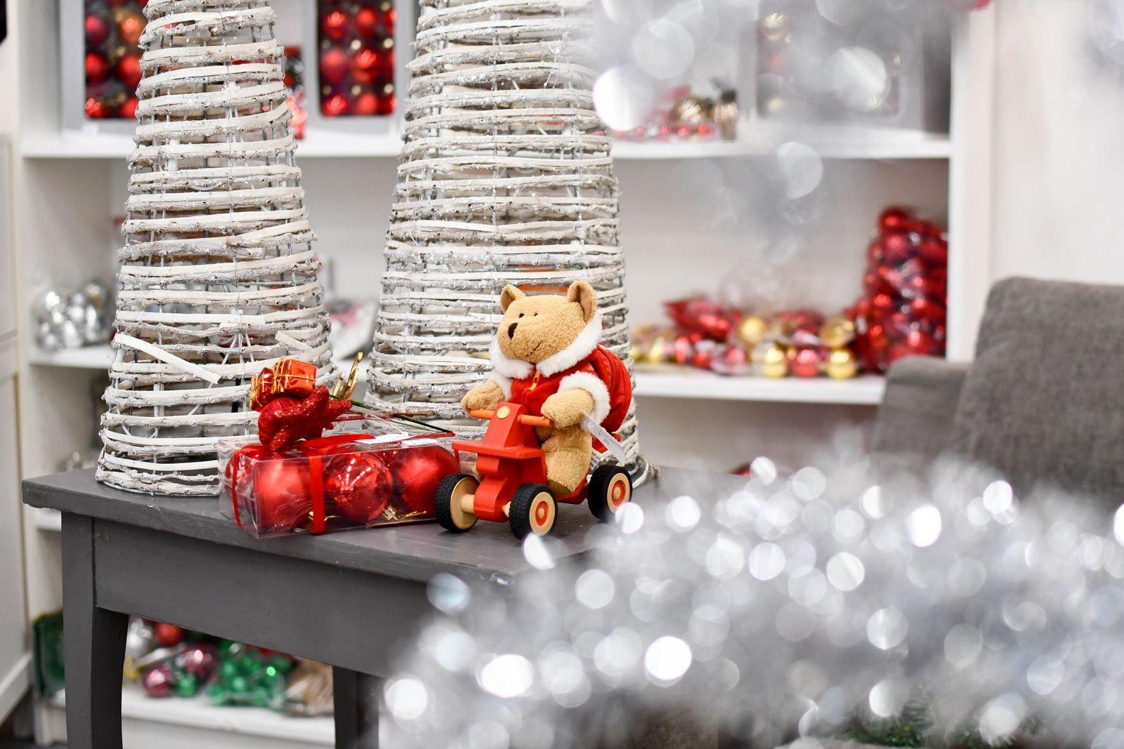Istället för en stor julavdelning satsar Öppna hjärtat i Ystad i år på fyra mindre avdelningar i butiken. Allt för att kunderna ska slippa trängas.